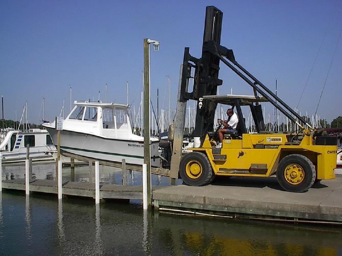 Dry Sail Sailing Forklift Boatel